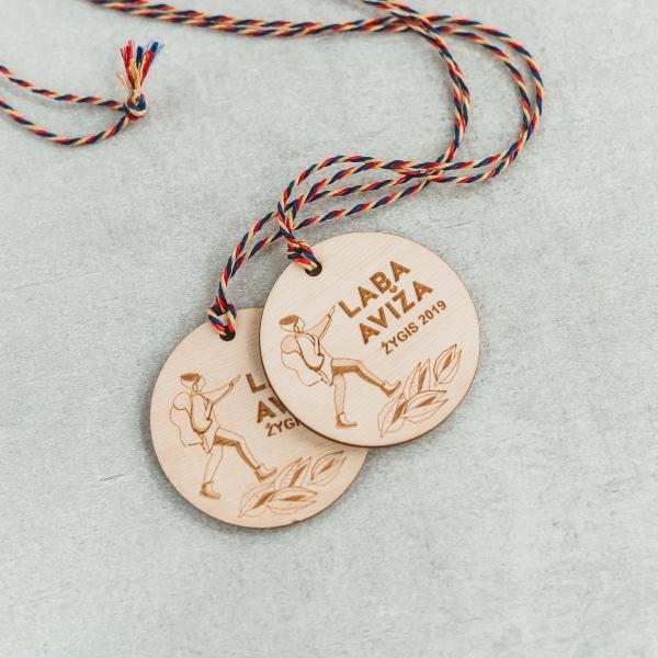 apvalūs medžio gaminiai - mediniai medaliai su logotipu