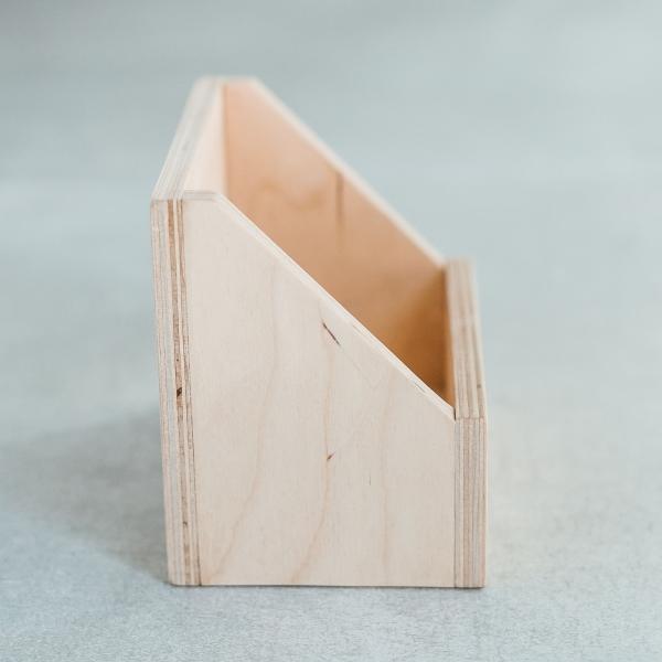 Mediniai stendai ar dėžutės produkcijai