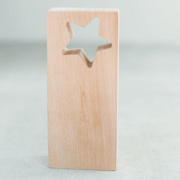 Medinės statulėlės - apdovanojimai su žvaigžde