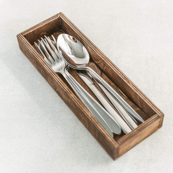 Individualaus dizaino medinė dėžutė įrankiams