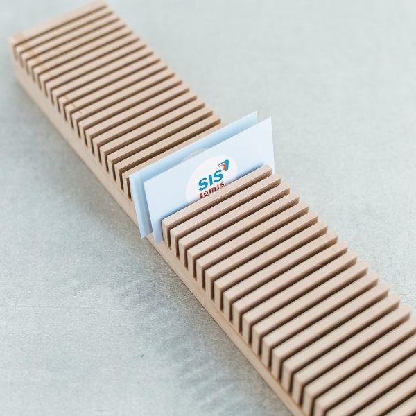 Verslo dovanos idėja - mediniai dėklai kortelėms